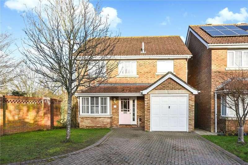 4 Bedrooms Detached House for sale in Marden Way, Petersfield, Hampshire, GU31