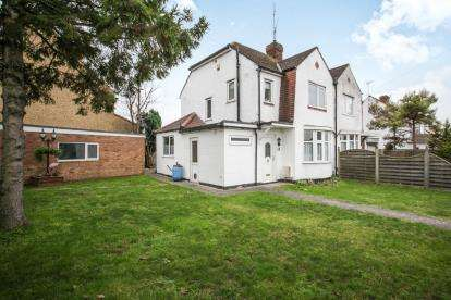 House for sale in Western Way, Dunstable, Bedfordshire, England