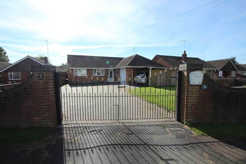 3 Bedrooms Detached Bungalow for sale in Orchard Close, RINGWOOD