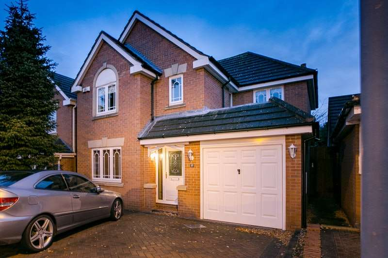 4 Bedrooms Detached House for sale in Kingfisher Close, Birmingham, West Midlands, B26