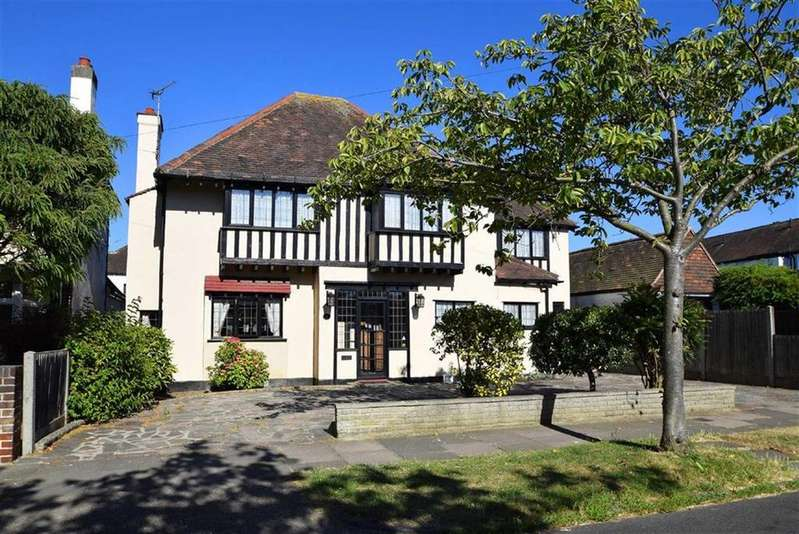 4 Bedrooms Detached House for sale in Dynevor Gardens, Leigh-on-sea, Essex