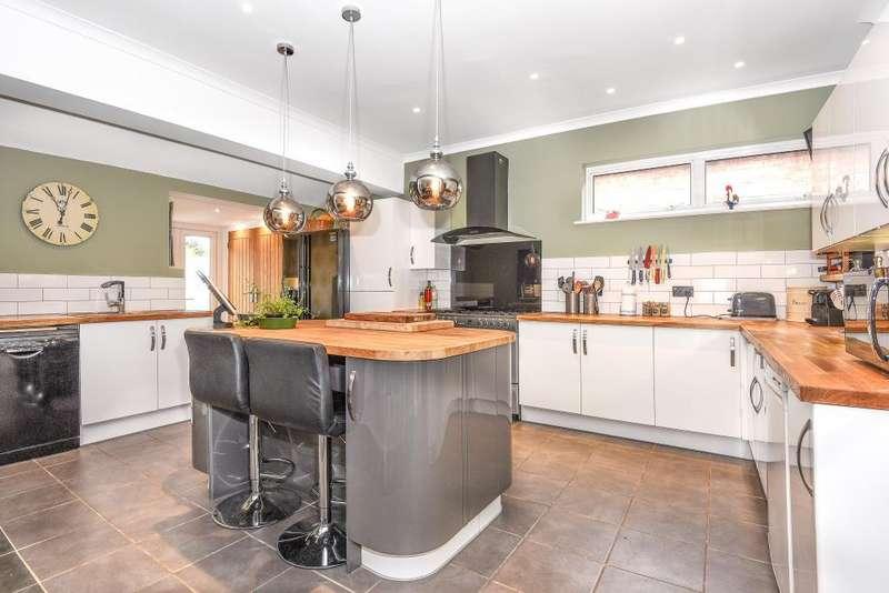 4 Bedrooms Detached House for sale in Old Windsor, Berkshire, SL4