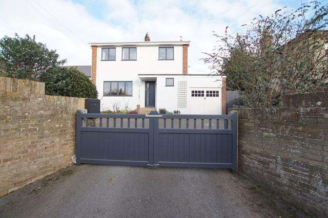 3 Bedrooms Detached House for sale in Albert Street, Blandford Forum