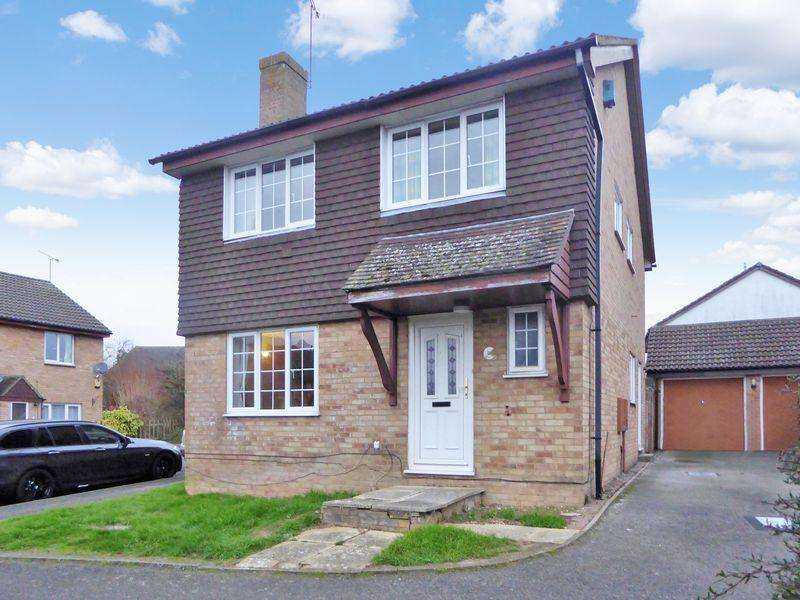 4 Bedrooms Detached House for sale in Bridgeman Drive, Dunstable