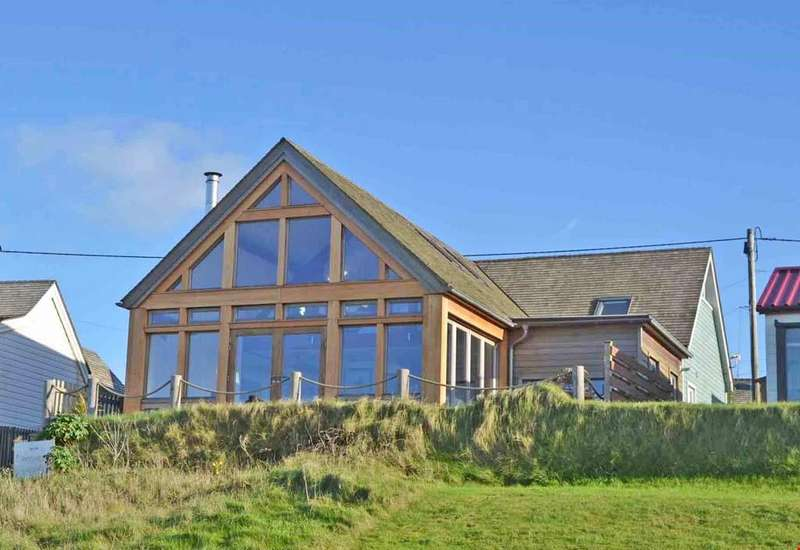 3 Bedrooms Detached House for sale in Gwithian, St Ives Bay, West Cornwall