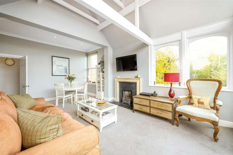 2 Bedrooms Flat for sale in Bolingbroke Grove, SW11