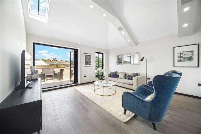 2 Bedrooms Flat for sale in Agar Grove, London NW1