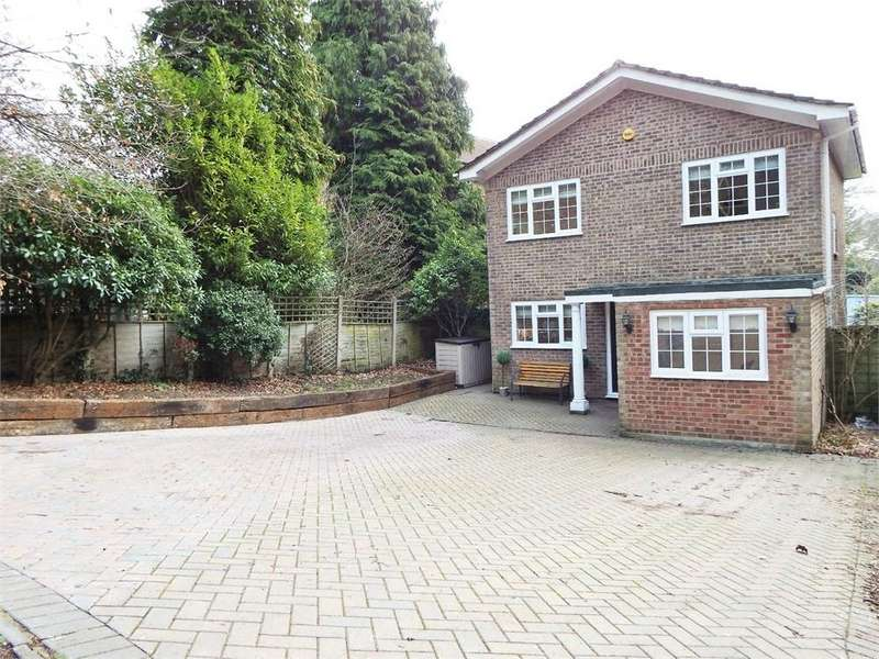 4 Bedrooms Detached House for sale in Woodlands Walk, Blackwater, Camberley, Hampshire