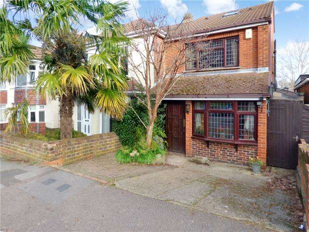 4 Bedrooms Semi Detached House for sale in Copsewood Road, Southampton, Hampshire