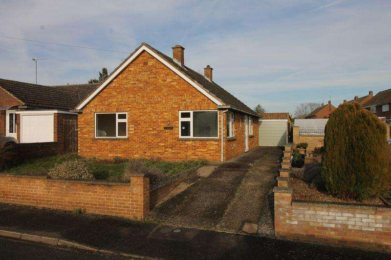 3 Bedrooms Bungalow for sale in Beech Avenue, Olney