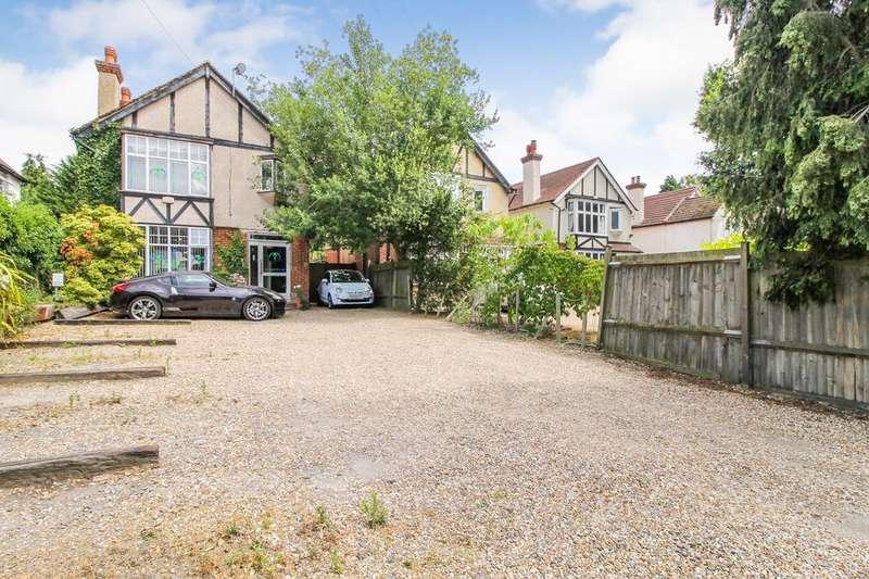6 Bedrooms Detached House for sale in Farnborough Road, Farnborough , Hampshire, GU14
