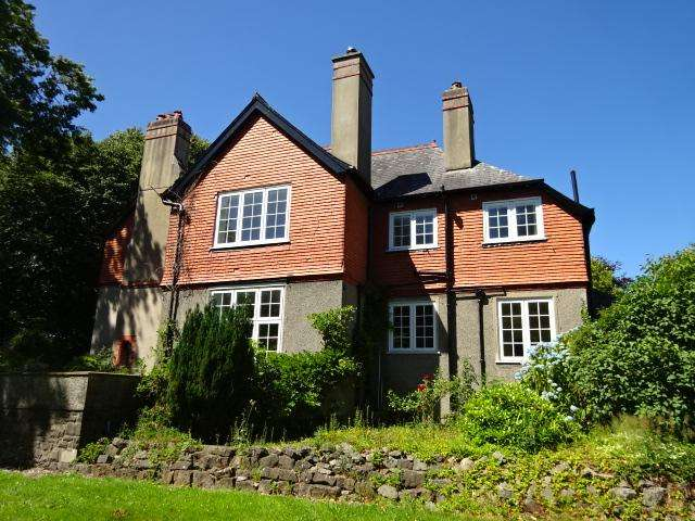 4 Bedrooms Detached House for sale in BELMONT ROAD, BANGOR LL57