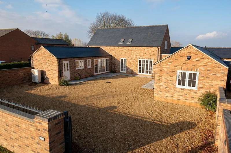 4 Bedrooms Detached House for sale in Main Road, Parson Drove, Wisbech
