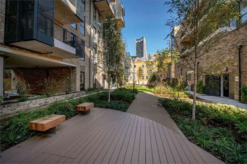 3 Bedrooms Flat for sale in The Levers, 2-16 Amelia Street, London ***STAMP DUTY PAID***