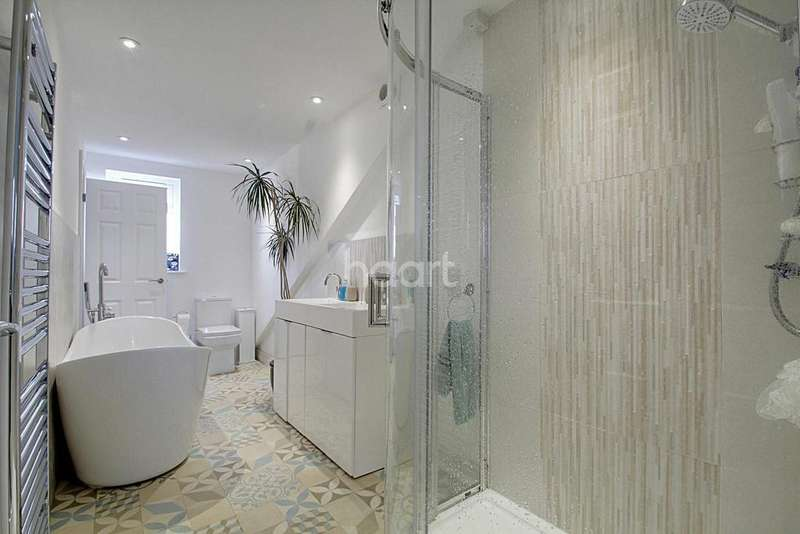 5 Bedrooms End Of Terrace House for sale in Fosse Road North, Leicester