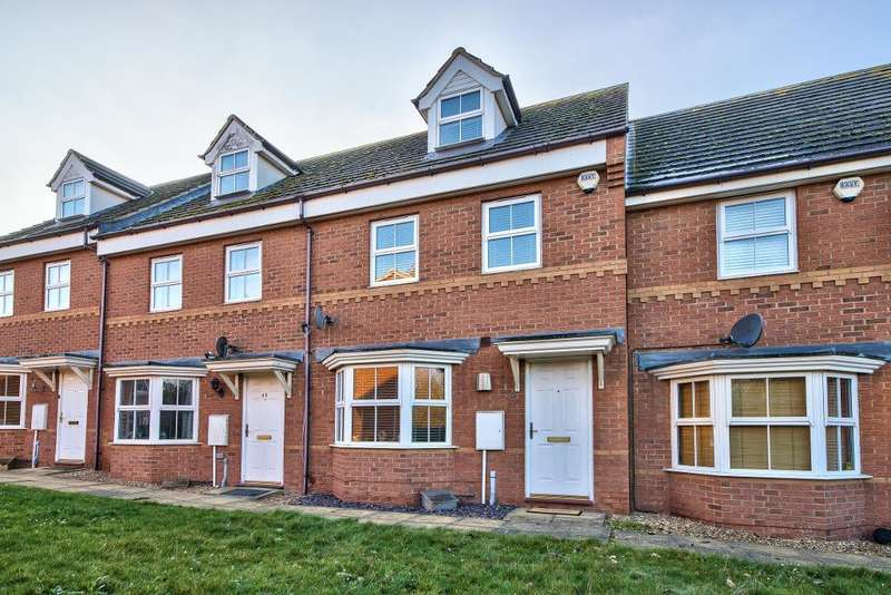 3 Bedrooms Town House for sale in Sandleford Drive, Bedford, MK42 9GN