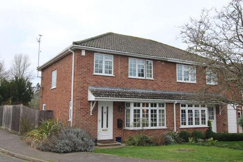3 Bedrooms Semi Detached House for sale in Summerfield Close, Wokingham