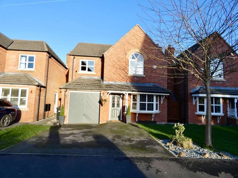 4 Bedrooms Detached House for sale in Aveley Gardens, Wigan, Greater Manchester, WN3