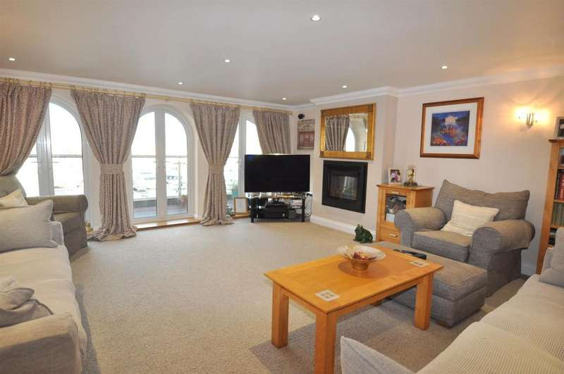 2 Bedrooms Flat for sale in Hamilton Quay, Eastbourne