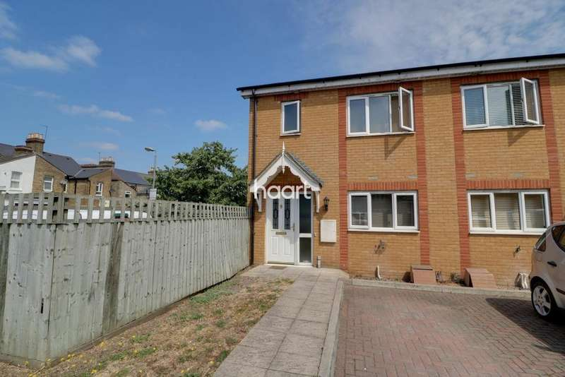 3 Bedrooms Semi Detached House for sale in Foundry Gate, Waltham Cross