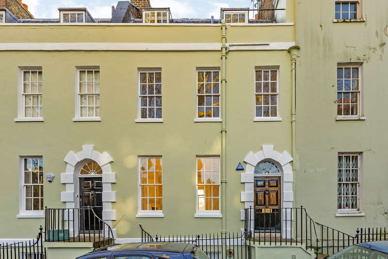 3 Bedrooms Terraced House for rent in Canonbury Place, N1 2NQ