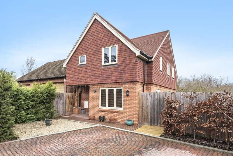 4 Bedrooms Detached House for sale in Lower Basildon, Reading, RG8