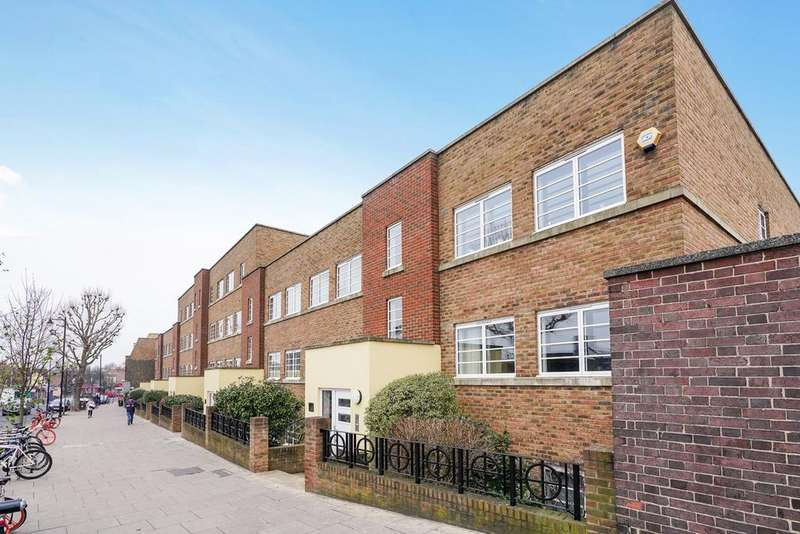 2 Bedrooms Flat for sale in Derwent Road, Ealing, W5