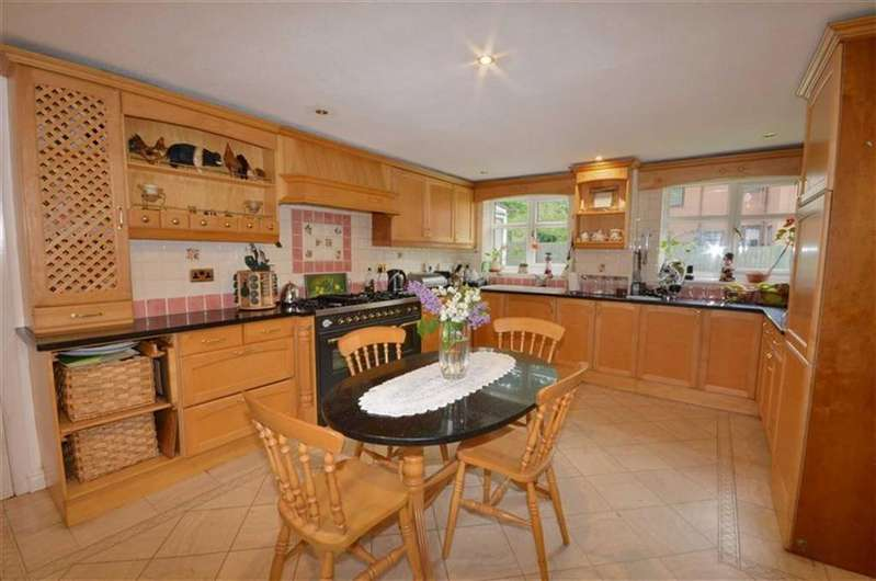 6 Bedrooms Detached House for sale in Royd Moor Lane, Hemsworth, WF9