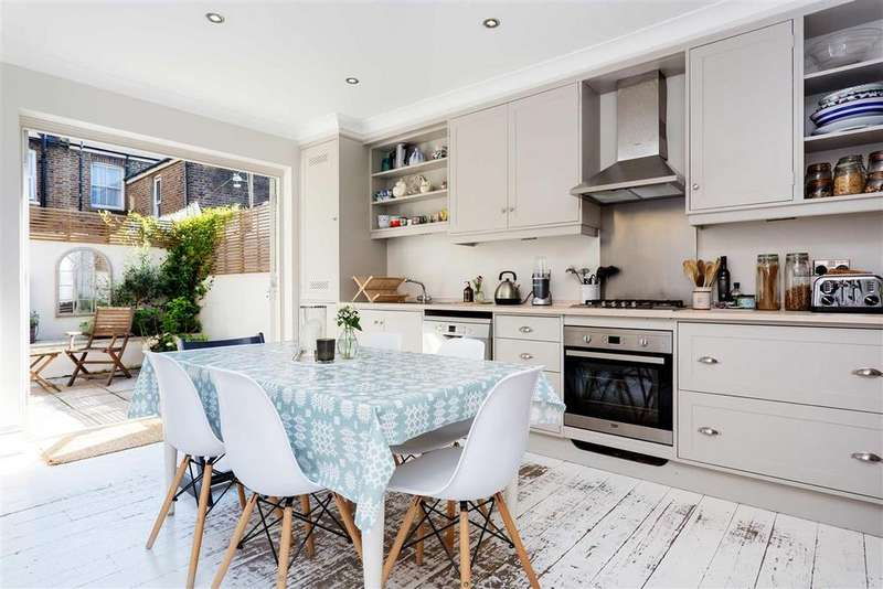4 Bedrooms Terraced House for rent in Cobbold Road, W12