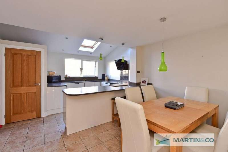 3 Bedrooms Terraced House for sale in Bude Crescent, Stevenage