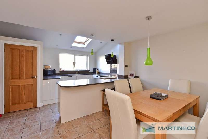 3 Bedrooms Terraced House for sale in Bude Crescent, Stevenage SG1