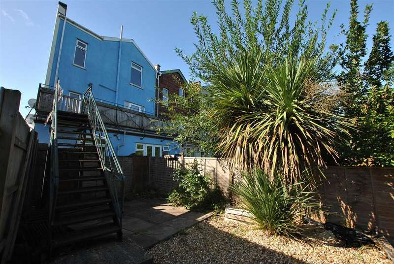 2 Bedrooms Maisonette Flat for sale in Fitzroy Street, Totterdown, Bristol