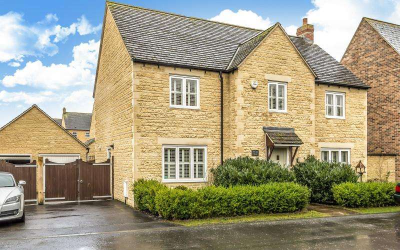 4 Bedrooms Detached House for sale in Park View Lane, Carterton, Oxon