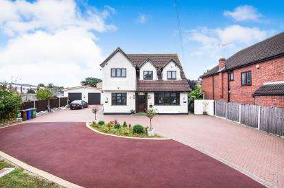 5 Bedrooms Detached House for sale in Stanford-Le-Hope, Essex, .