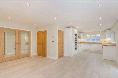 4 Bedrooms Bungalow for sale in Broadstone, Poole, Dorset