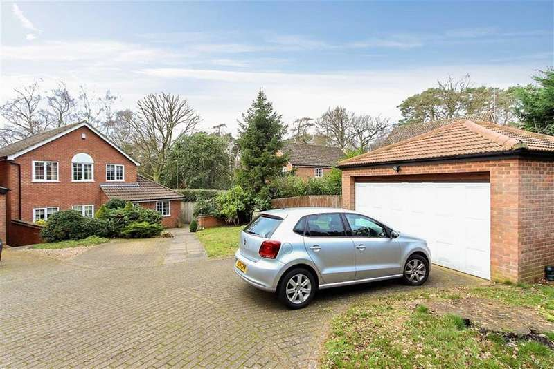3 Bedrooms Detached House for sale in Heath Court, Leighton Buzzard