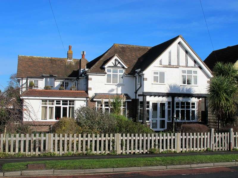 5 Bedrooms Detached House for sale in Portsmouth Road, LEE ON THE SOLENT