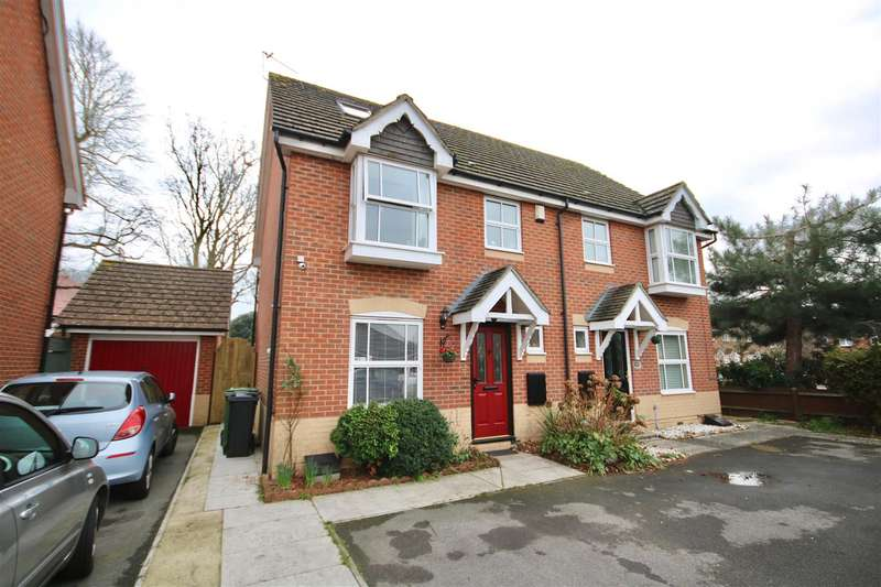 4 Bedrooms Semi Detached House for sale in Skylark Court, Southsea
