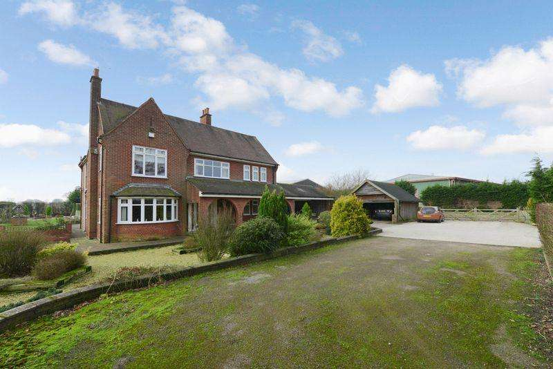 4 Bedrooms Detached House for sale in Stafford Road, Knightley, Stafford