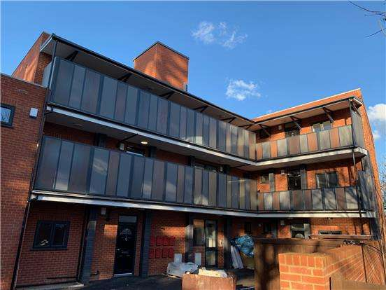 2 Bedrooms Flat for sale in Chenab Court, London Rd, MORDEN, SM4 5AR