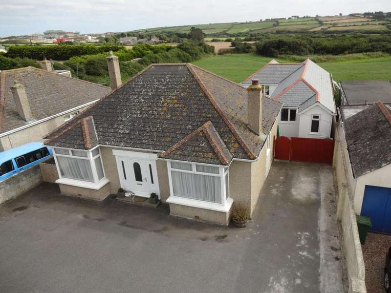 3 Bedrooms Detached Bungalow for sale in Henver Road, Newquay