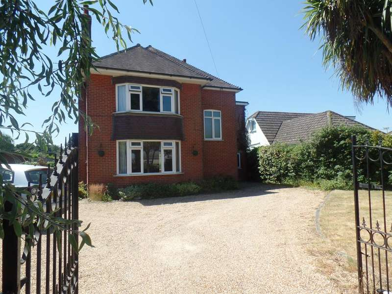 4 Bedrooms Detached House for sale in Magna Road , Bournemouth BH11