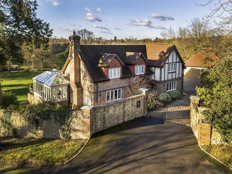 5 Bedrooms Detached House for sale in Swissland Hill, Dormans Park