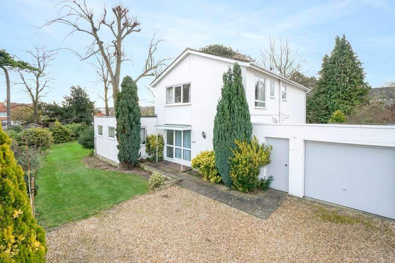 4 Bedrooms Detached House for sale in Hollies Close, Royston, SG8