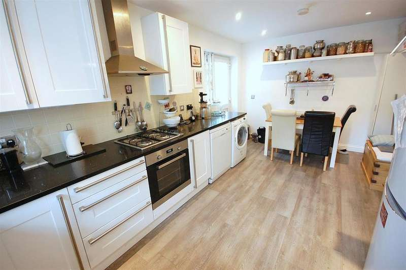 3 Bedrooms Detached House for sale in Coombe Close, Hatfield