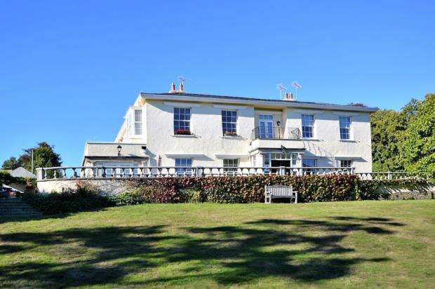 2 Bedrooms Flat for sale in Sidmount, Station Road, Sidmouth, Devon