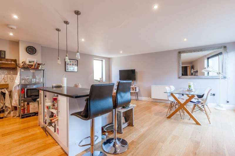 2 Bedrooms Flat for sale in Aston Place, Stockwell, SW9