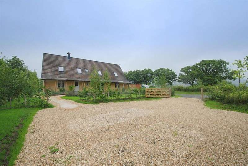 4 Bedrooms Detached House for sale in Cefn Gorwydd, Llangammarch Wells