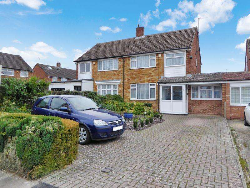 3 Bedrooms Semi Detached House for sale in Monks Close, East Dunstable