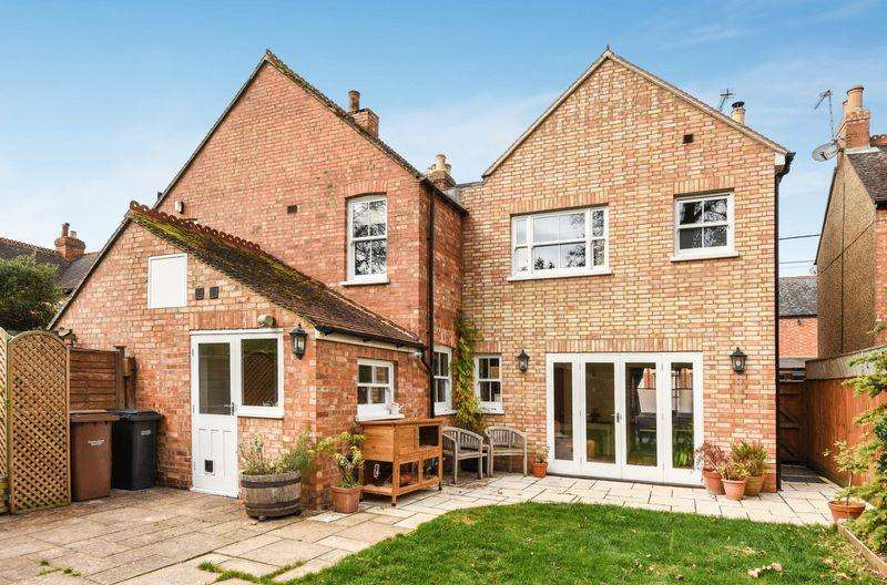 4 Bedrooms Town House for sale in Nelson Street, Thame
